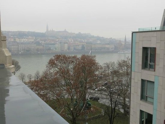 Four Seasons Hotel Gresham Palace: Danube and Matthaus Church on Buda