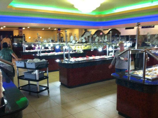 Hibachi Grill and Supreme Buffet: BIG Buffet...Hibachi Grill and Sushi in the back.