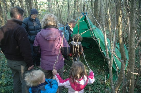 Woodmatters Bush Craft and Wood Courses: Making our shelters for the night