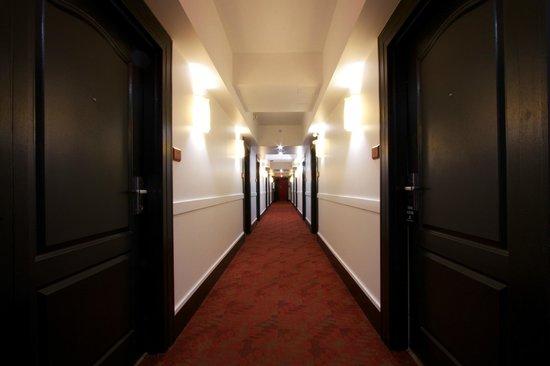 Summit Lodge Boutique Hotel : Hallway