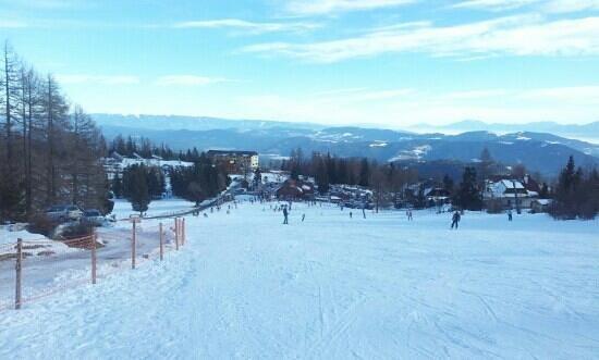 Kärnten, Österreich:                   Blick von der Zirbenpiste