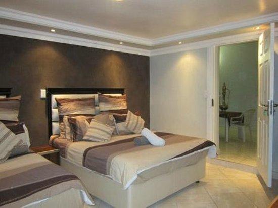 Desert Oasis Lodge: guest room