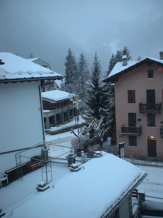 Hotel Courmayeur : Vista dalla camera