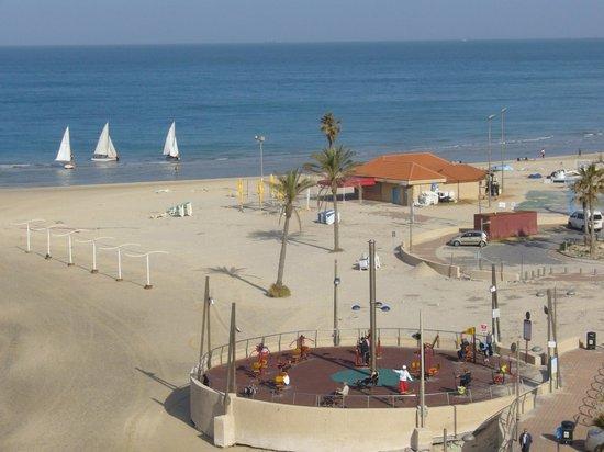 Residence Beach :                   Вид из номера  пляжную линию