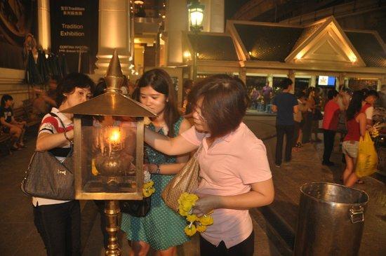 Erawan Shrine (Thao Mahaprom Shrine): Erawan Shrine
