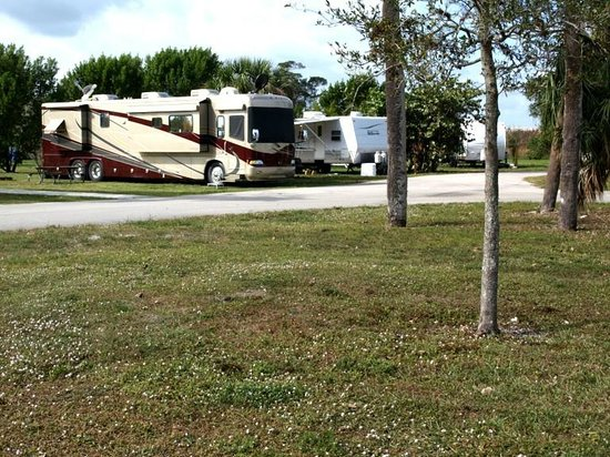 Easterlin Park RV and Campground: Large RV Campsite