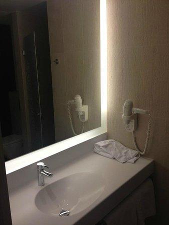 Hotel Narvil Conference & Spa: bathroom #1