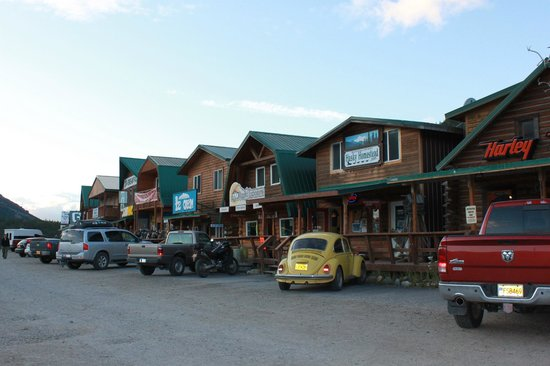 Denali Bluffs Hotel:                   Nearby dining and shoopping