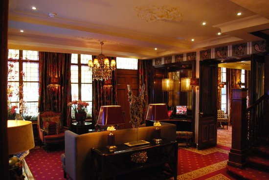 โรงแรมเอสเธเรีย:                   Lounge area