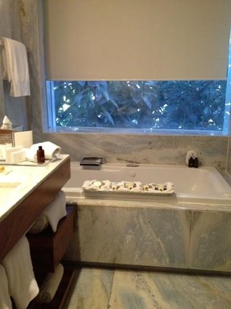 Las Alcobas Mexico DF: luxurious bath, handmade soaps
