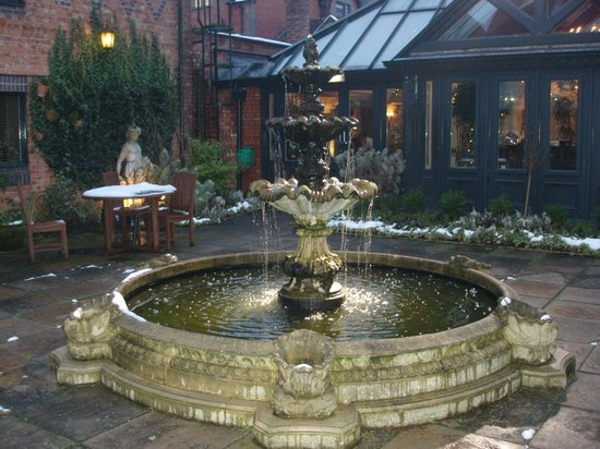 Grosvenor Pulford Hotel & Spa:                   Fountain in grounds