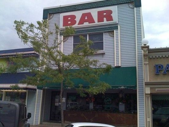 Key Hole Bar:                   Keyhole Bar & Grill
