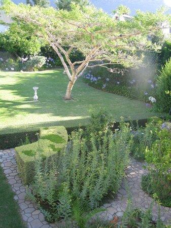 7 Church Street Guest House:                   Gardens