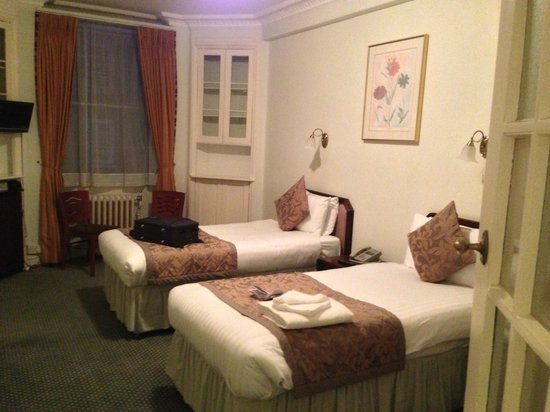 Astor Court Hotel: Astor Court - Room with two single beds