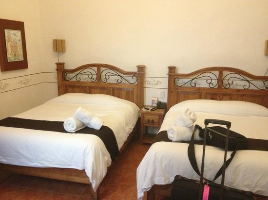 Hotel Villa del Villar:                   2 queens