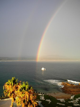 Beacon Island Resort: Beautiful rainbow over January sea