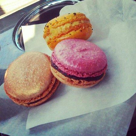 Dean & Deluca :                   Macarons