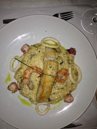 D'olivino:                   Mare monti - robalo com furtos do mar grelhados no azeite e risoto de funghi