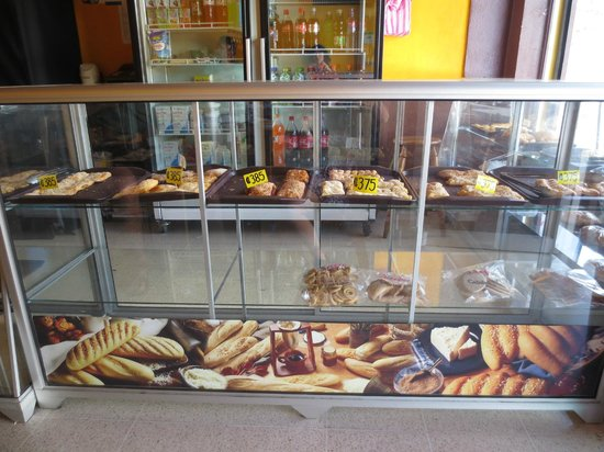 Panaderias Tutu : The pastry counter
