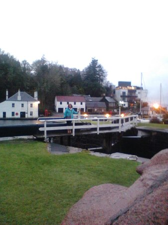 Crinan Hotel:                   the canal
