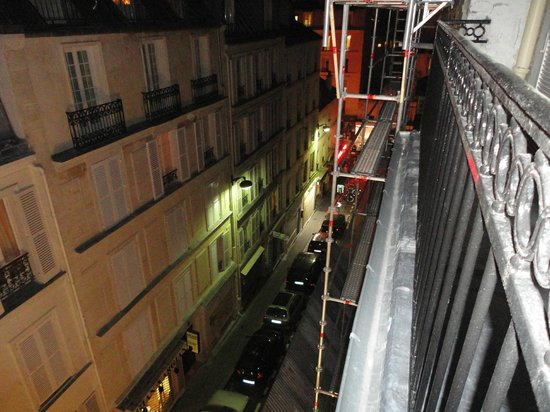 Hotel des Arts - Montmartre: View from Balcony