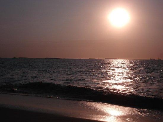 ديكاميرون جاليون شامل جميع الخدمات: Atardecer en la playa 