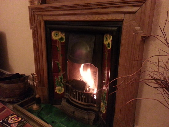 Crown Hotel: Room 12's Cosy Fire