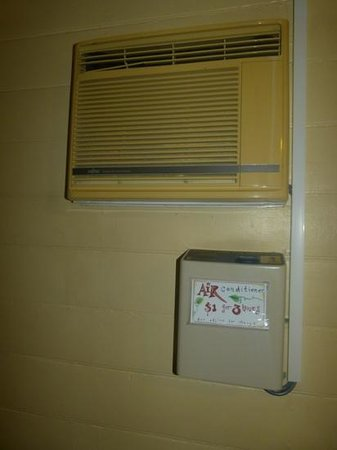 Travellers Oasis Backpackers:                   our old, noisy air con unit