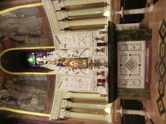 Sainte Anne de Beaupre Basilica: altar