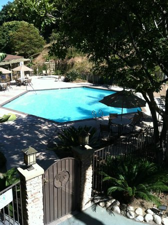 BEST WESTERN Encinitas Inn & Suites at Moonlight Beach:                   The pool is always well kept