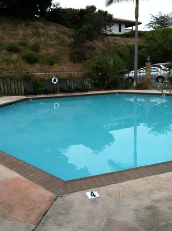 Best Western Encinitas Inn & Suites At Moonlight Beach:                   love the pool