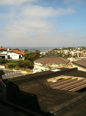 BEST WESTERN Encinitas Inn & Suites at Moonlight Beach:                   loved waking up to this every morning