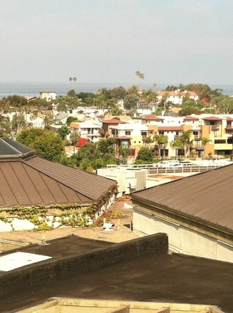 BEST WESTERN Encinitas Inn & Suites at Moonlight Beach:                   view of encinitas