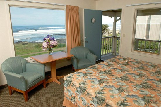 Fireside Motel: Oceanfront King Bedroom