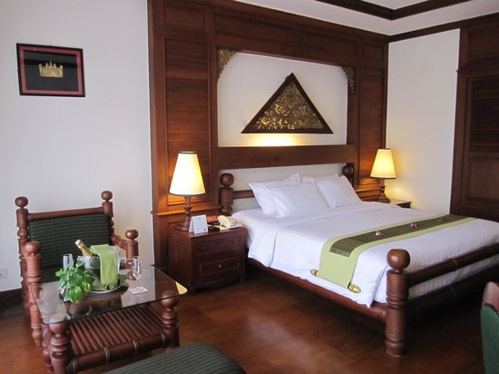 The Privilege Floor by BOREI ANGKOR: Notre chambre / vue piscine