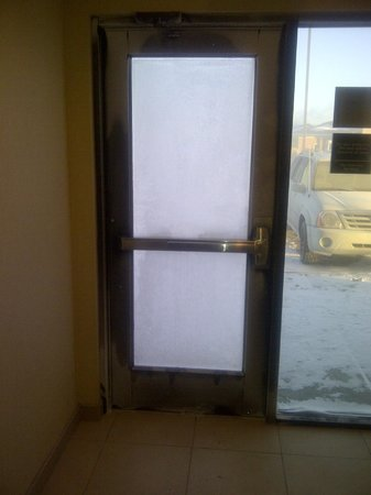 Hampton Inn Alamosa :                   Side door on a cold morning -24, warm inside cold outside