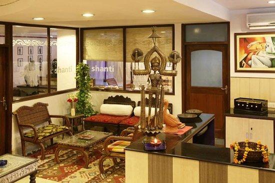 Shanti Home: Lobby