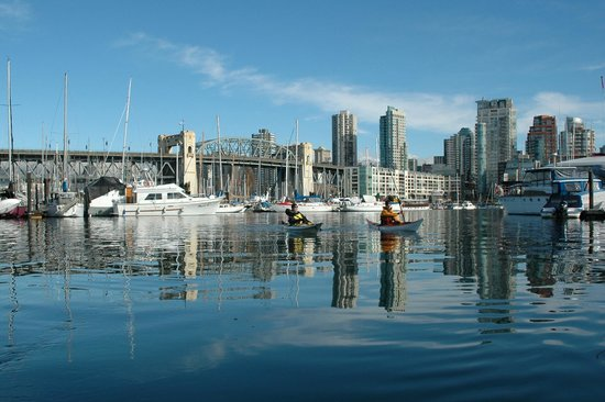 Ecomarine Paddlesport Centres: Guided Tour at Granville Island