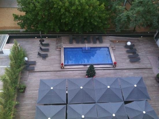 H10 Itaca Hotel: swimming pool from our room