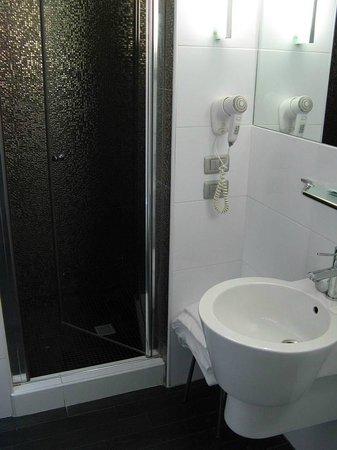 Hotel Aaron: shower