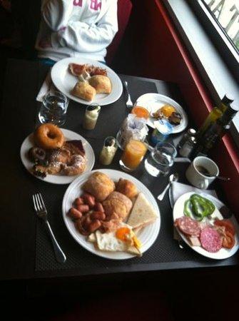 H10 Itaca Hotel: special breakfast!!!!!!!!!