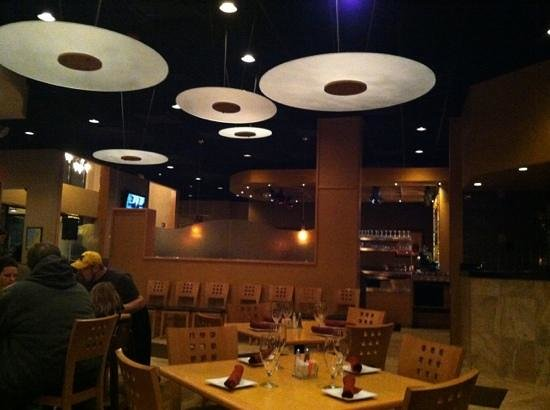 Ike's Restaurant: modern and inviting