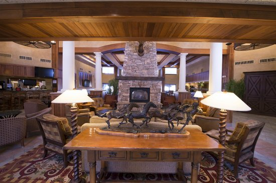 The Lodge at Sierra Blanca: Large lobby and breakfast areas