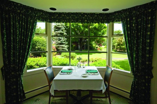 Crescent Lodge & Country Inn: romantic dining at the Crescent Lodge Restaurant