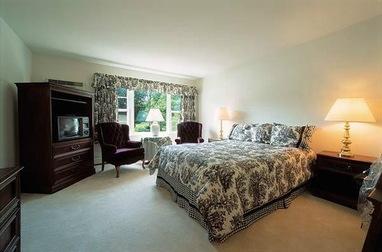 Crescent Lodge & Country Inn: Standard Queen Inn Room