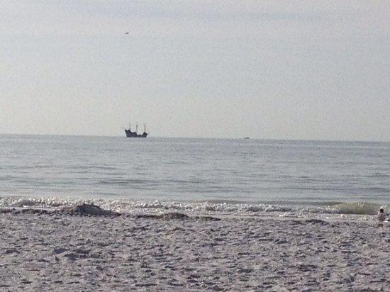كاميلوت ريزورت:                   Beautiful Beach!                 