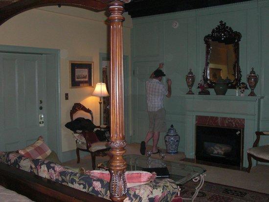 Casa de Solana Bed and Breakfast:                   Montejurra Room (entrance and bathroom door)