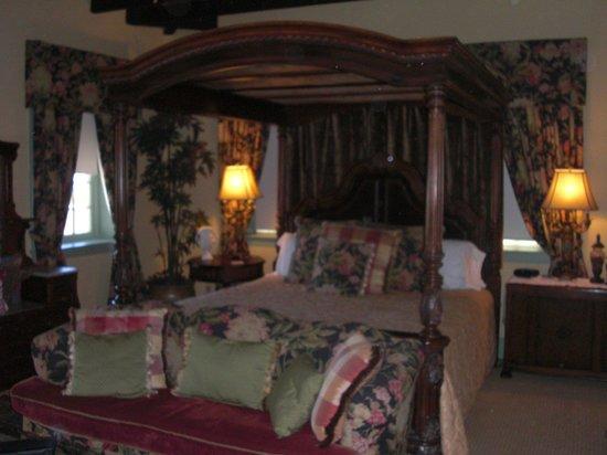 Casa de Solana Bed and Breakfast:                   Montejurra Room