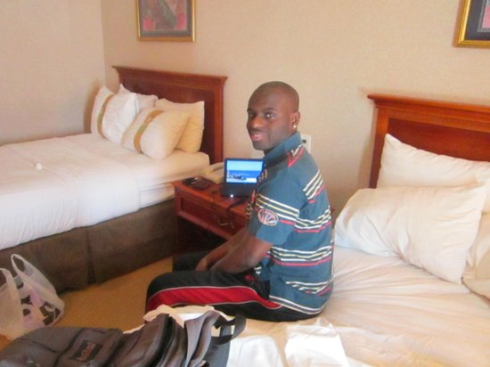 Holiday Inn Managua - Convention Center: Me in my room.  My friend took this picture