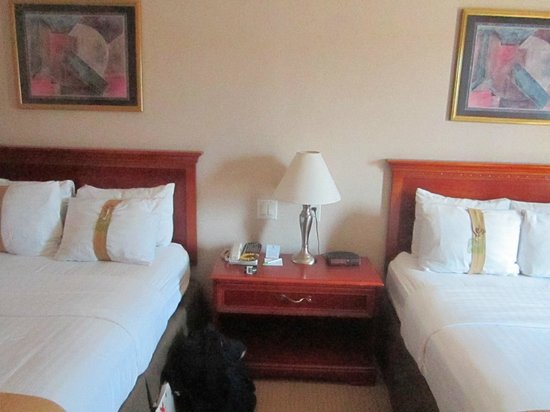 Holiday Inn Managua - Convention Center: The nightstand table in my room